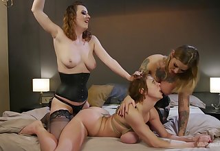 Kleio Valentien and her lesbian friends want to reach unforgettable orgasm